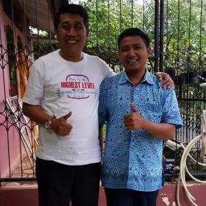 Saya berfoto bersama driver taxi, bernama Bayu asal Kediri.