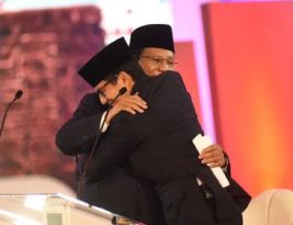 Dua Rahasia Pelukan, Dua Pemimpin