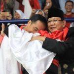 Pelukan Jokowi dan Prabowo ditulis oleh Jamil Azzaini The Best Leadership Trainer Indonesia