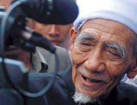 """Selamat Jalan """"Murabbiku K.H. Maemoen Zubair"""""""